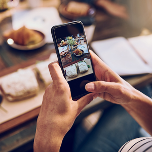How Your Restaurant Should Be Using Social Media